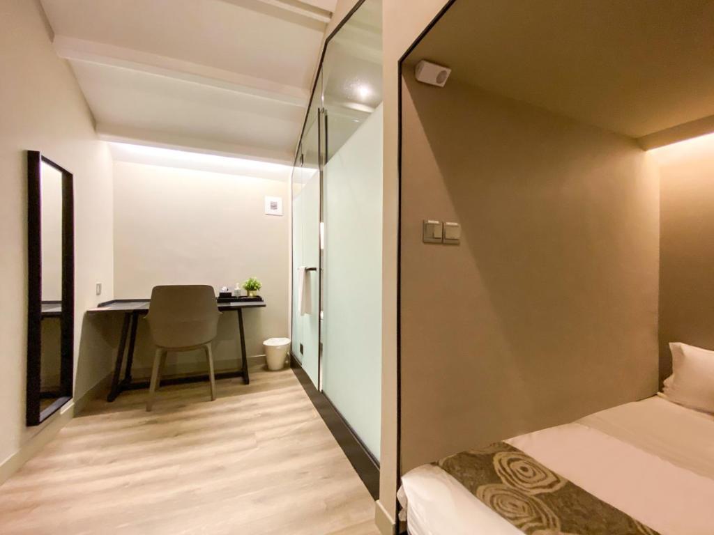Cabin M - Private Bathroom